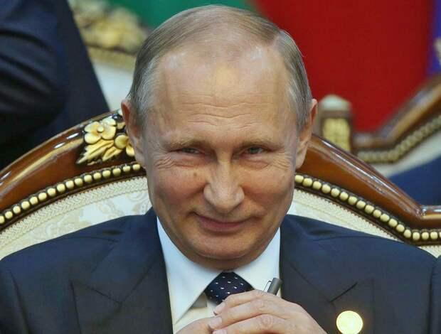 В Кремле рассказали о формате работы Путина из-за ситуации с COVID-19