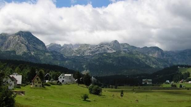 Россияне смогут посещать Черногорию без виз и тестирования на коронавирус