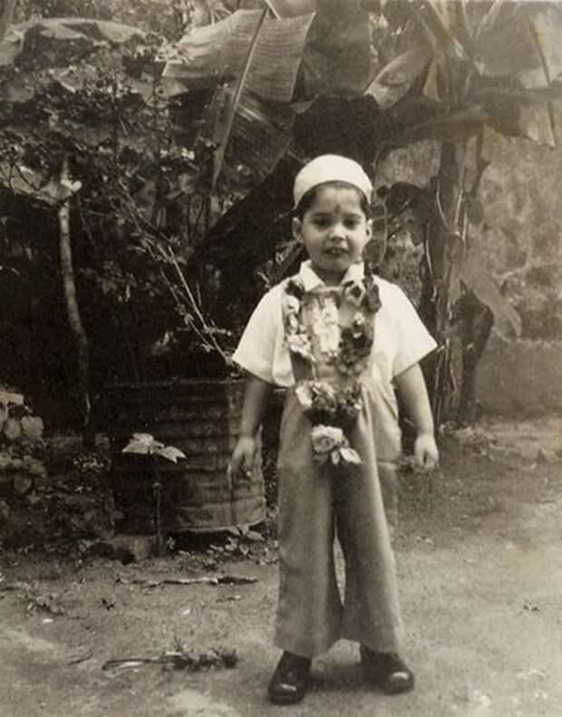Фото юного Фредди Меркьюри. Тогда еще Фаррух Булсара. Занзибар. Танзания. 1950 г.