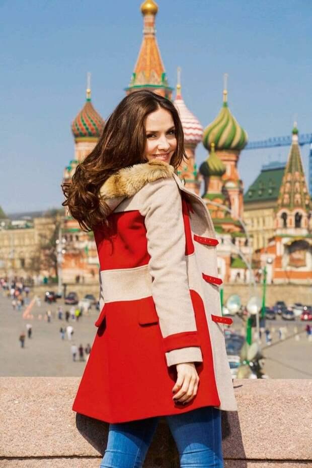 Наталия Орейро спела военную песню на русском языке