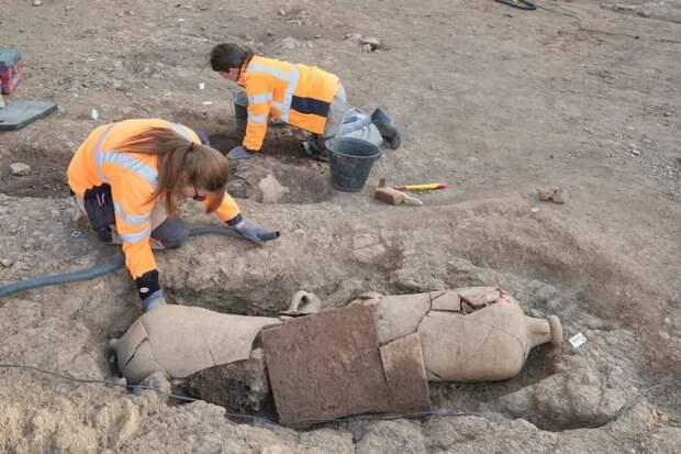Древние загадочные могилы найдены у стен церкви Непорочного Зачатия