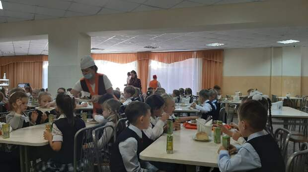 Глава Ижевска Олег Бекмеметьев проверил качество школьного питания в лингвистическом лицее №22
