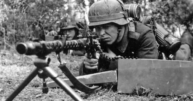 Почему избежал расплаты пулеметчик «Чудовище Омахи»— немец, убивший 2000 американцев