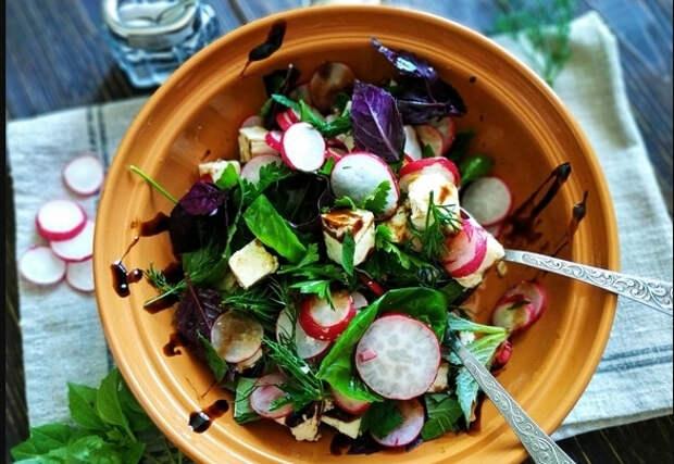 салат с редиской и зеленью