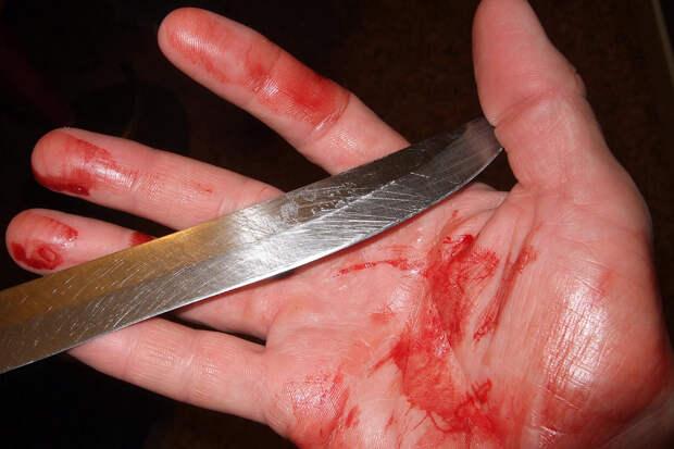 Мужчина больше года жил с ножом в груди