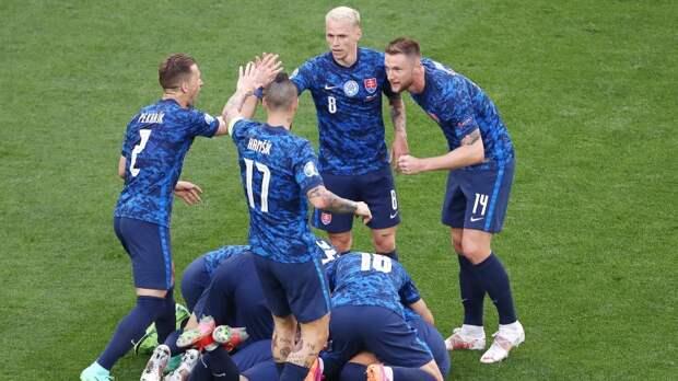 Словакия возглавила турнирную таблицу группы E после победы над Польшей