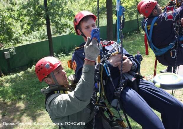 В столице завершились соревнования по проведению спасательных работ на высоте