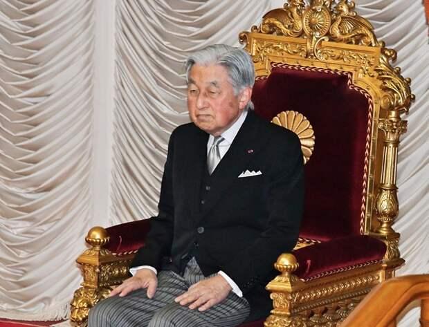 Японский император Акихито начал церемонию отречения от престола