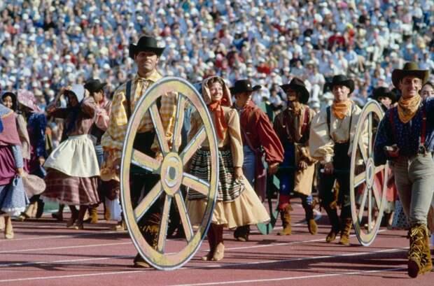 Церемония открытия Олимпийских игр в разные годы