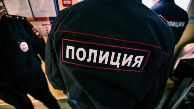 Россиянка выбросила из окна двух дочерей