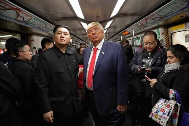 """""""Трамп"""" и """"Ким Чен Ын"""" встретились на улицах Гонконга (видео)"""