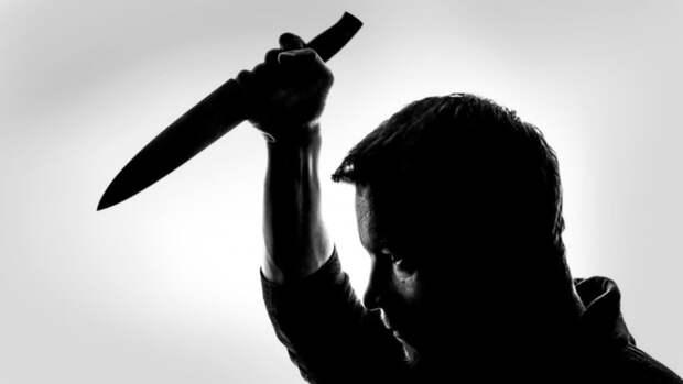 Неизвестный напал на волгоградца с ножом и пистолетом