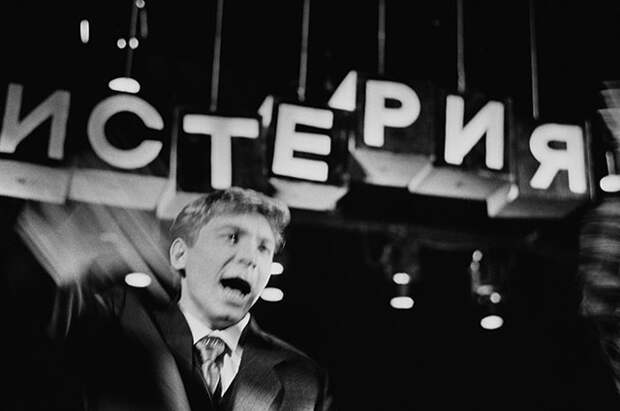 Народный артист России Иван Бортник вспектакле «Послушайте!..» Владимира Маяковского.