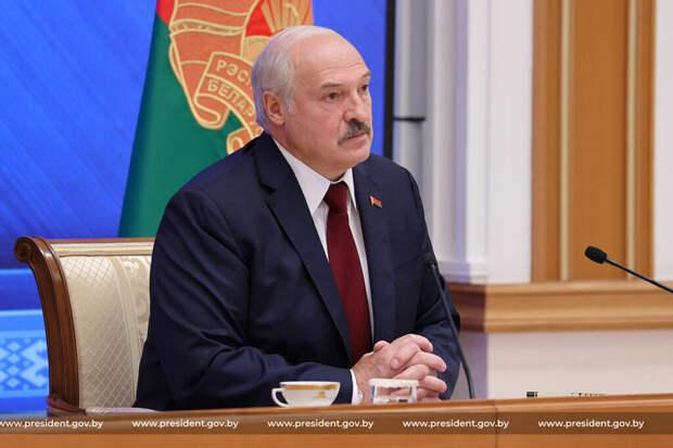 Лукашенко пригрозил Западу сближением с Москвой