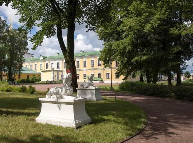 Дворцовый сад приглашает на музыкально-поэтическую программу