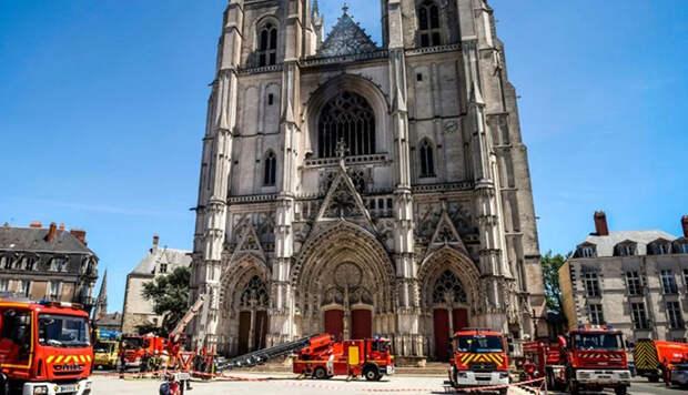 Почему после пожара в Нотр-Даме горел Нантский собор, где каялся «Синяя Борода» и сражался Д'Артанья