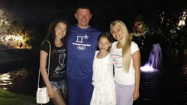 Как выглядят родители Алины Загитовой: Ильназ — хоккеист и тренер, Лейсан — бизнесвумен