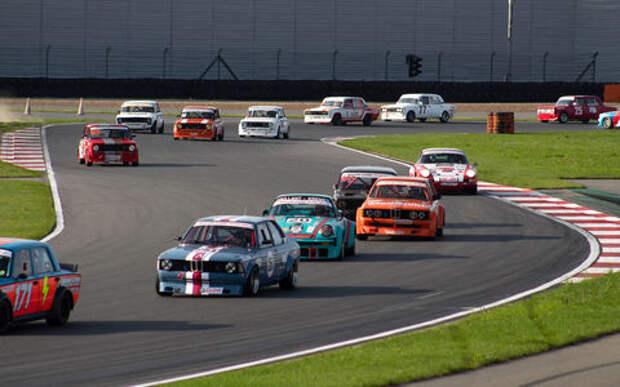 Ваш план на субботу: гонки классических авто на выносливость