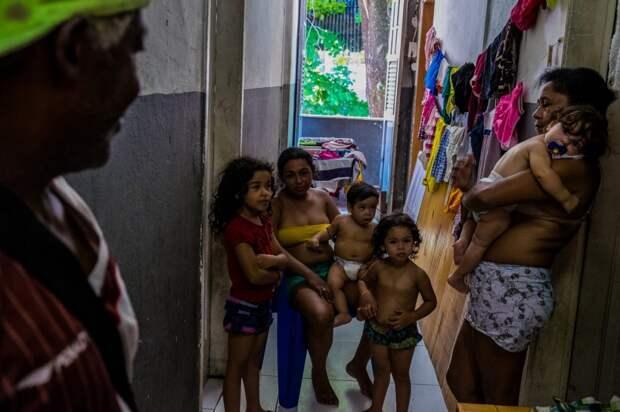 8 фото о том, как бездомные захватывают особняки Рио-де-Жанейро