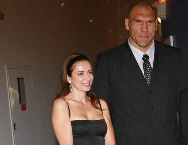 «На моем фоне выглядит Дюймовочкой»: Валуев рассказал о жене, которая ниже него на 48 сантиметров