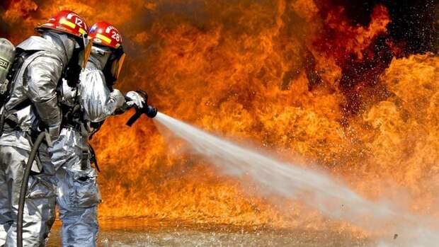Восемь человек эвакуировали с горящего сухогруза под Самарой
