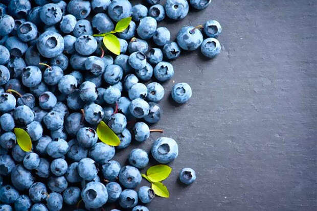Полезные продукты —темные ягоды