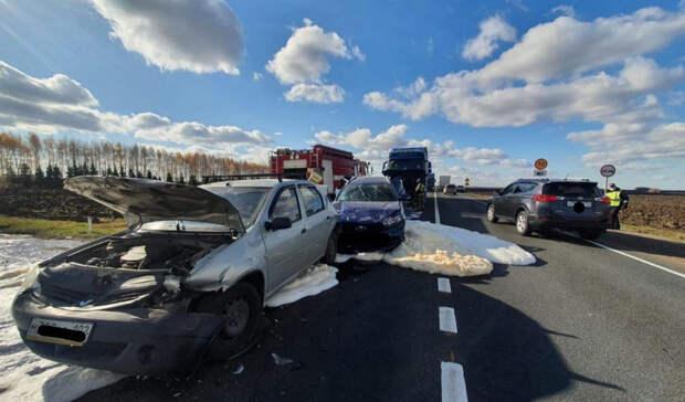 В Башкирии на трассе столкнулись четыре автомобиля, три человека в больнице