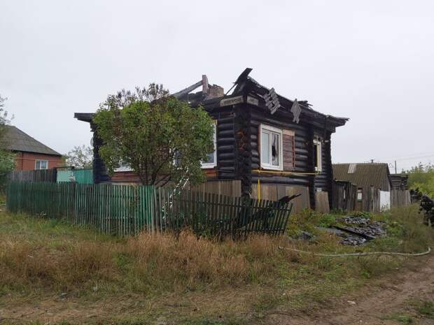 При пожаре в Камбарке в собственном доме погиб одинокий 51-летний мужчина
