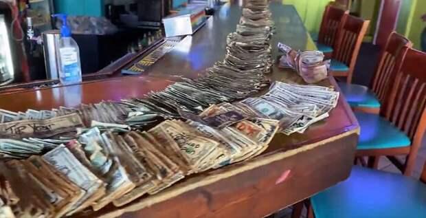 Деньги на стенах: как хозяйка американского бара выкрутилась в сложных условиях пандемии