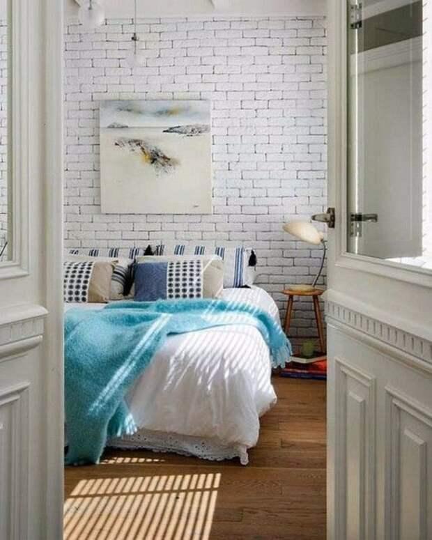Белый кирпич в интерьере: удачные примеры использования в помещениях разных типов