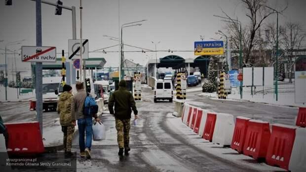 Толпа украинцев заблокировала КПП на границе с Польшей из-за обязательной обсервации