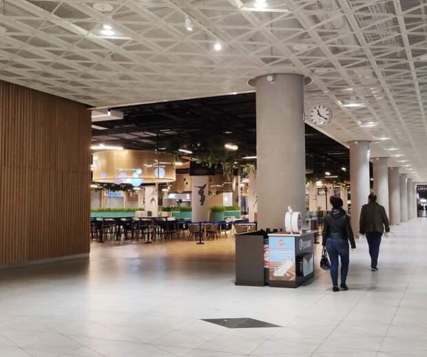 В здании стадиона «Динамо» открылись некоторые магазины и рестораны фастфуда