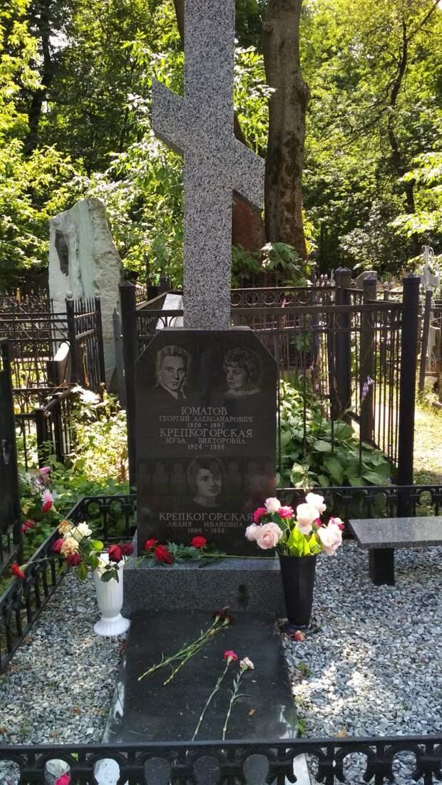 Любовь после смерти. Известные пары похороненные вместе на некрополях столицы.