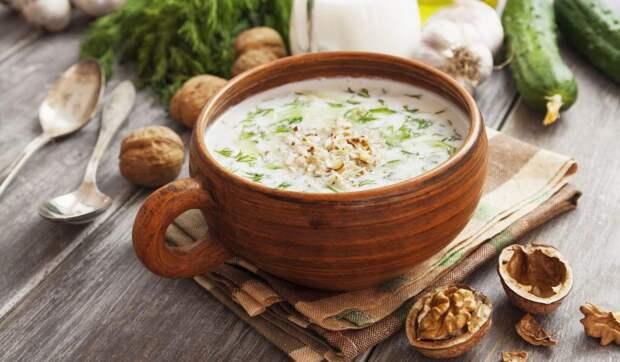 Холодный болгарский суп таратор с огурцами