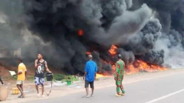При взрыве бензовоза в Нигерии погибли 12 человек