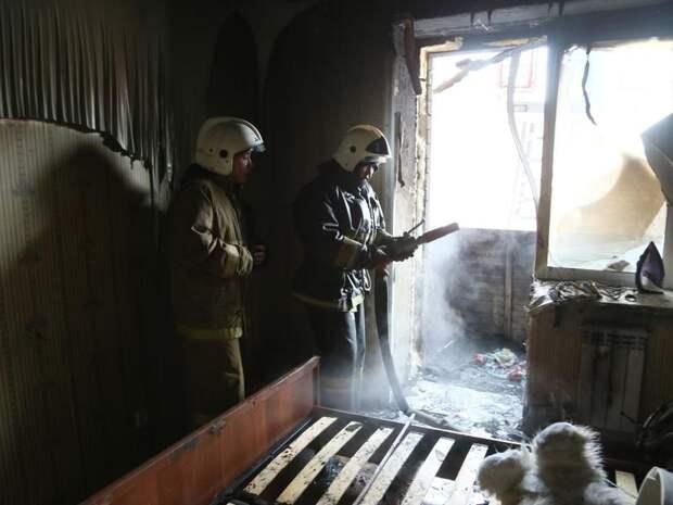 Мусор загорелся на балконе третьего этажа жилого дома в Песчанке