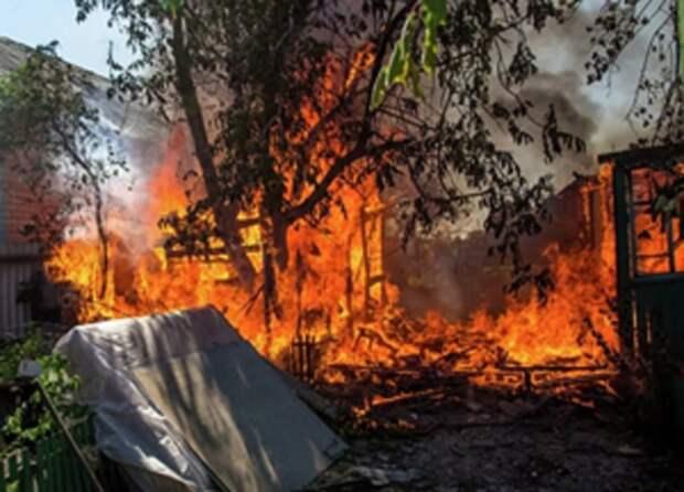 ВСУ в Донбассе разбирают и сжигают подворья местных жителей