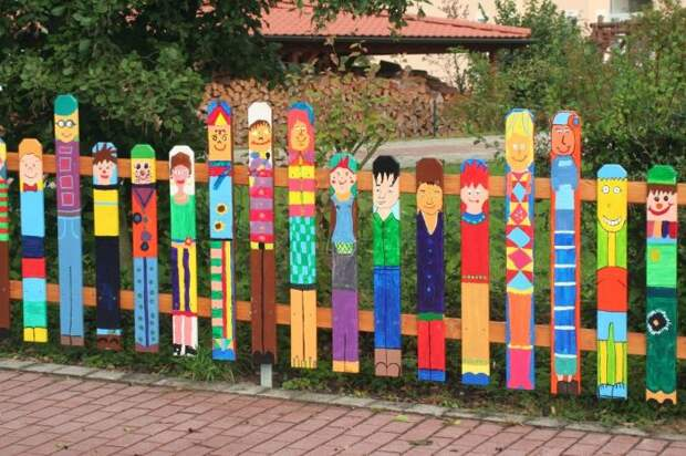 Не обязательно использовать детскую тематику, можно нарисовать цветы. /Фото: i.pinimg.com