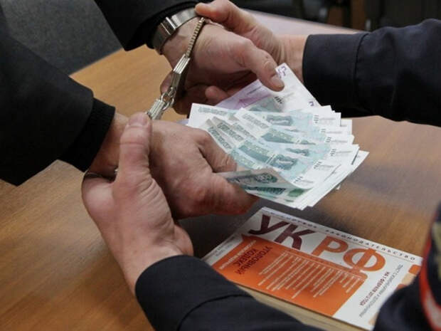 Экс-глава Минтранса Алтайского края задержан за взятку в 5млн рублей