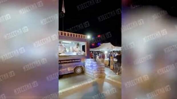 В центре Мармариса развернули палатки с водой и едой для туристов