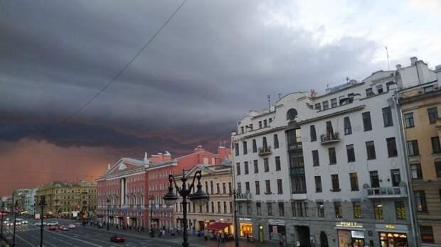 Синоптик Леус предупредил жителей Петербурга о грозах и граде 18 мая