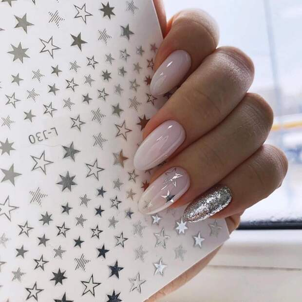 Новогодний маникюр 2020 для длинных ногтей: удачные цвета и идеи