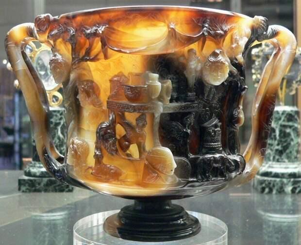 Чаша Птолемеев, сардоникс, I в. до н.э. Хранится в музее Национальной библиотеки в Париже