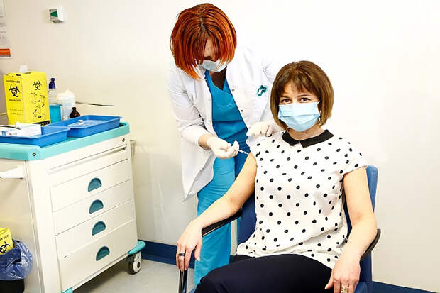 Глава Минздрава Грузии заболела коронавирусом после прививки