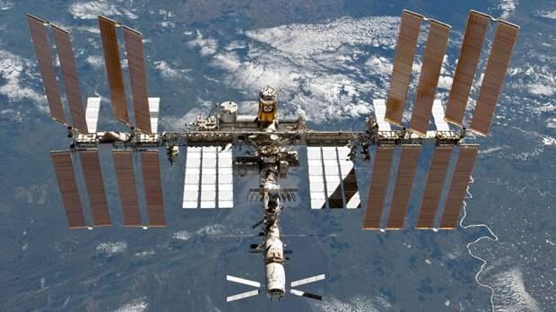 Космический мусор оставил дыру в канадском манипуляторе на МКС