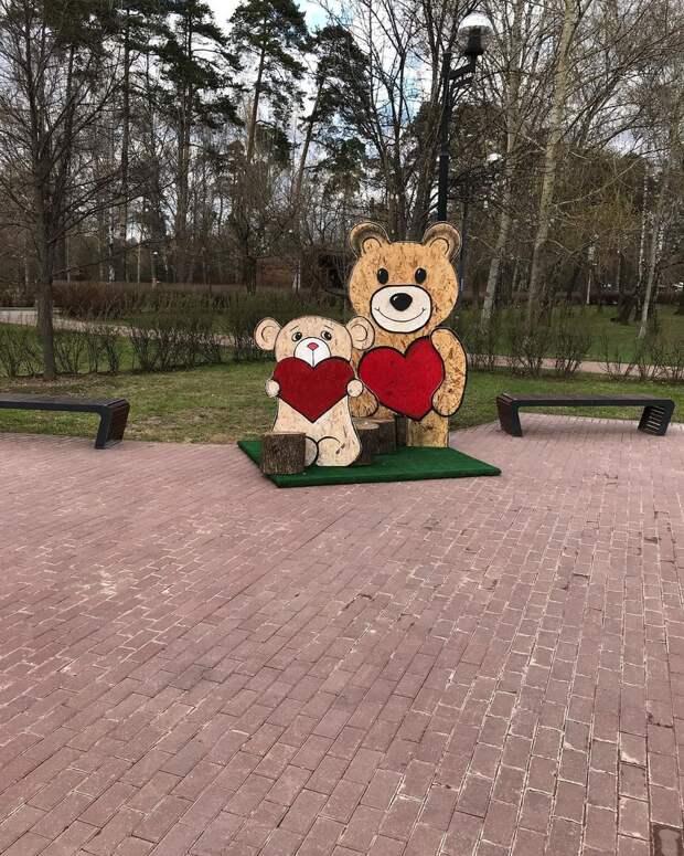 Фото дня: в Джамгаровском парке поселились влюбленные медведи