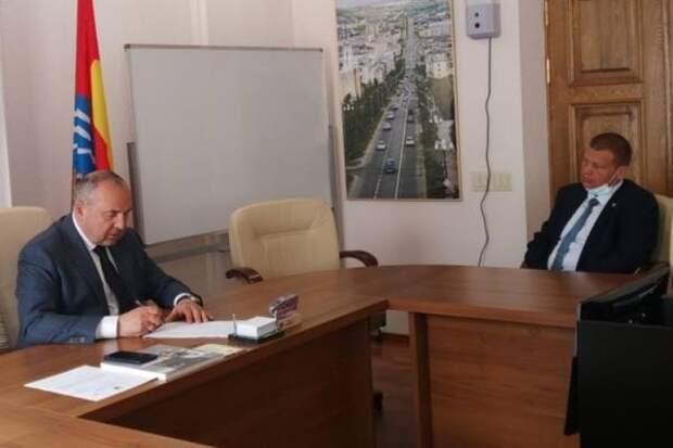 Проблемы отдаленных микрорайонов обсудил мэр Магадана с депутатом Петром Цветковым