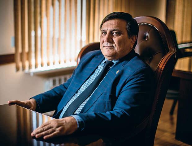 Сайгидпаша Умаханов, бывший мэр Хасавюрта, вдохновитель идеи ополчения и главный координатор  1 041_rusrep_13-2.jpg Дмитрий Беляков