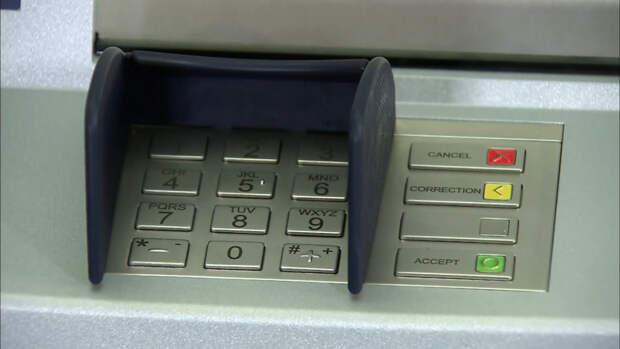 Россиян предупредили о способах кражи при снятии денег в банкомате