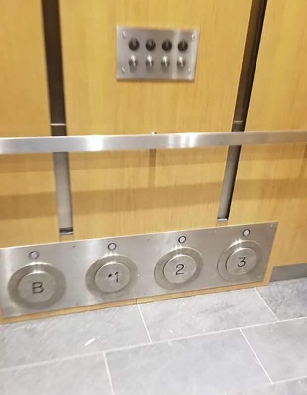 Лифт с дублирующими кнопками, которые можно нажать ногой - например, если руки заняты идеи, необычно, нестандартно, нестандартные идеи, оригинально, оригинальные решения, проблемы, решения